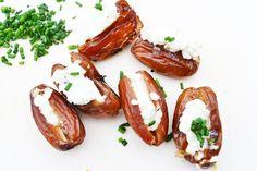 Diese wunderbaren Datteln mit Frischkäse werden kurz gegrillt und schmecken himmlisch. Das #Rezept für Genießer!