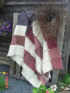 Jennifer made me a rag quilt in red/white/blue plaid. One of my favorite quilts… Quilting Projects, Sewing Projects, Fabric Crafts, Sewing Crafts, Diy Crafts, Colchas Quilt, American Flag Quilt, Rag Quilt Patterns, Patriotic Quilts