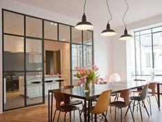 Un intérieur vaste et lumineux : La cuisine avec verrière, mi-ouverte mi-fermée - Journal des Femmes Décoration