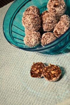 Vegan Hazelnut Truffles - just a few ingredients to make these melt-in-your-mouth treats. #raw #veganfood #valentinesday