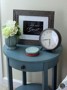 10 Guest Room Essentials and Tips | Free Guest Room Printabels | TodaysCreativeBlog.net