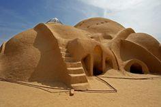 architecture vernaculaire, maisons comme dômes (on dirait la planète Tatooine!).