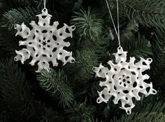 Gyroid Snowflake Ornament 1 by THTX on Shapeways - Diana Custom Christmas Ornaments, Snowflake Ornaments, Snowflakes, Christmas Decorations, 3d Printed Objects, 3d Printing Diy, Homemade 3d Printer, 3d Pen, Impression 3d