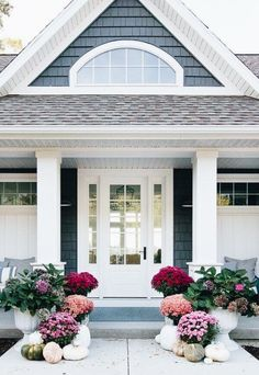 Purple Fall Front Porch - The Lilypad Cottage - - Purple fall front porch, dark grey sided home featuring mums in shades of purple with hints of faux orange florals and leaves. White Farmhouse Exterior, Rustic Farmhouse, Farmhouse Front, Farmhouse Ideas, House Color Schemes, House Colors, Veranda Design, House Front Porch, Front Porches
