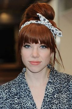 17 Celebrity-Approved Hairstyles for the First Day of School: Carly Rae Jepsen's Retro Bow