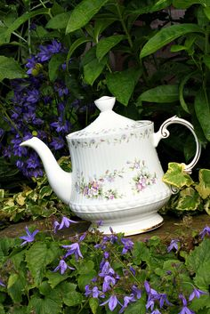 "Vintage Elizabethan ""Chantilly"" China Teapot by saddleworthshindigs on flickr"