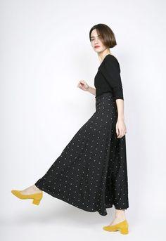 e850da5a28 Falda larga cruzada negro con topos blancos - Ropa mujer SusiSweetdress