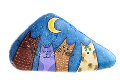 Hand-painted stone with cats. Behind the stone there is a hook for hanging. The stone, painted with watercolours, is made upon request. NOTE: The shape of the stone will not necessarily be the same as those shown in the pictures. Write me for shipping to countries not listed.