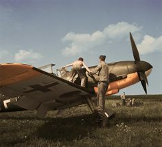 Beautiful colorized picture taken of a BF 109 in 1942. #ww2 #aviation