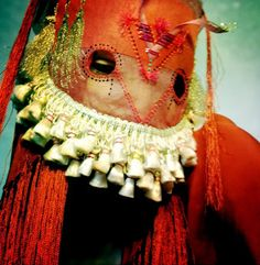 Damselfrau is Norwegian artist Magnhild Kennedy; a craftswoman and mask maker. Mode Costume, Research Images, Manado, African Masks, Camouflage, Headgear, Headdress, Mardi Gras, Textile Art