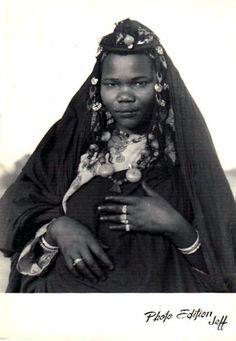 "Africa | ""Femme de Zagora"".  Morocco || Vintage postcard; publisher Ed Jeff, Casablanca.  No 410."