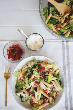 La salade «Club Sandwich» du livre Famille futée 2 Pasta Salad For Kids, Pasta Salad Recipes, Food In French, Cooking Recipes, Healthy Recipes, Cooking Time, Lunch Box Recipes, Cold Meals, Meal Prep