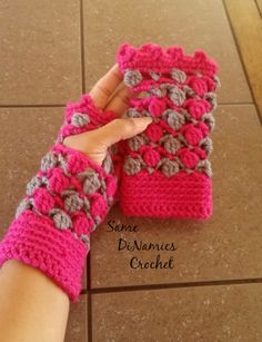 This Floating Petals Fingerless Gloves free pattern uses stitches that do resemble the petals of a flowers. You can use any combination of colors to make this project unique to you. They hug your wrist and hands snugly and have a lovely picot stitch that make them look regal.