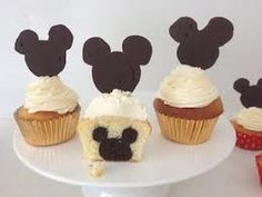 Mickey Mouse cupcakes- Mickey Mouse hidden inside