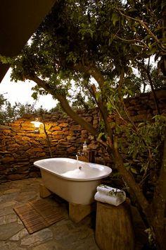 love the outdoor bath idea!
