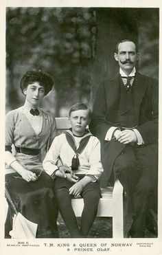 Haakon VII King of Norway, with his wife, Queen Maud and their son, Prince Olaf who will later become King Olaf V of Norway. Queen Victoria Family, Princess Victoria, Danish Royals, Swedish Royals, Cousins, Norwegian Royalty, English Royalty, Maud Of Wales, Alexandra Of Denmark