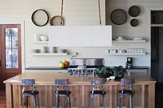 Rustic Wood Furniture Plans Awesome 59 Cool Industrial Kitchen Designs that Inspire Beach Cottage Kitchens, Cottage Kitchen Decor, Beach Cottage Decor, Rustic Kitchen, Vintage Kitchen, Home Kitchens, Furniture Plans, Kitchen Furniture, Kitchen Walls