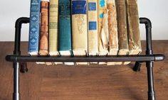 O seu cantinho de leitura vai ficar lindo com uma estante para livros com cano de PVC. Escolha a sua