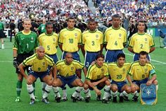 Campeonato Mundial de Futebol de 1998  França. Copa de 1998 na França. O time do Brasil posado na final de 98 no Stade de France, em Saint-Denis. Da esq. p/ dir. Taffarel (1), Cesar Sampaio (5), Rivaldo (10), Aldair (3), Junior Baiano (4), Cafu (2), Ronaldo (9), Roberto Carlos (6), Leonardo (11), Bebeto (20) e Dunga (8). - Crédito:FÁBIO M. SALLES/AGÊNCIA ESTADO/AE/Codigo imagem:2573 AGE-AGÊNCIA ESTADO
