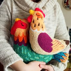 Discover thousands of images about Punch needle chicken pillows! So awesome! Made with colourfull acrylic yarn and wool. Cross Stitch Embroidery, Embroidery Patterns, Hand Embroidery, Print Patterns, Chicken Pillows, Dou Dou, Punch Needle Patterns, Embroidery Techniques, Rug Hooking
