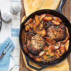 Full-flavored pork chops with fresh peaches make Bourbon Pork Chops with Grilled Peaches the best #SundaySupper.