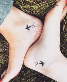 Sister's relationship is very beautiful for all and they show their love by tattoos also. here we collected tattoos ideas for sister and twins. These tattoos can be used by any person. also twins sister's can be use these tattoo's. Cousin Tattoos, Cute Best Friend Tattoos, Friend Tattoos Small, Twin Tattoos, Bestie Tattoo, Family Tattoos, Tattoos For Daughters, Small Tattoos, Tattoos For Cousins