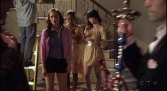 Blair: camisa de ZARA, shorts de Theory, colgante de Alex Woo