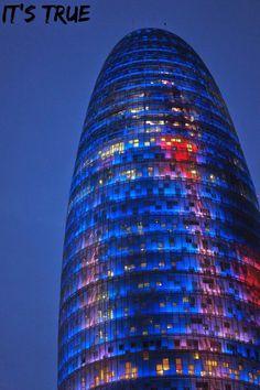 Torre Agbar in #barcelona  #travel #barcelonabynight #lights