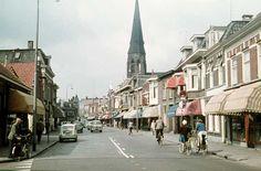 3222 De Oranjestraat. Het pand links met trapgevel was van slagerij van van Os van den Abeelen.