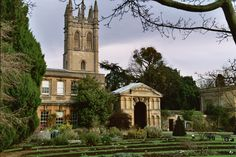 The Botanic Garden in Oxford. Het is de oudste botanische tuin van Engeland. Deze locatie is in verschillende afleveringen van Inspector Morse en Lewis te zien, waaronder The Settling of the Sun. #film #locations