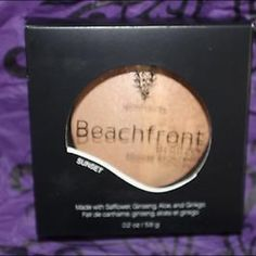 Younique beachfront bronzer Sunset Duet of bronzing powders baked on terra cotta tiles.You'll be looking sun-kissed! That's the Beachfront Bronzer talking. Half matte and half shimmer, this summery wonder gives you a golden glow. Makeup Bronzer