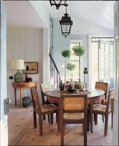 Love this room and how it has an old 18th century look to it yet, modern and refreshingly clean!