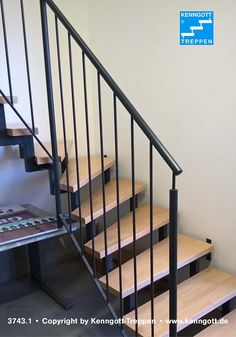ZWEIHOLMTREPPE Stufen Buche MC Massivholz  Stufenmaterial Buche MC Parkett Massivholz, Rechteckrohrprofile und Geländer Stahl grundiert, Geländer-Typ 100 mit Rundholzhandlauf Buche Massivholz