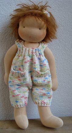 Op de blog van Evelyn's poppen kunt u zien wat ik allemaal maak, zoals antroposofische poppen (zonnekindpoppen) en seizoentafel figuren van vilt
