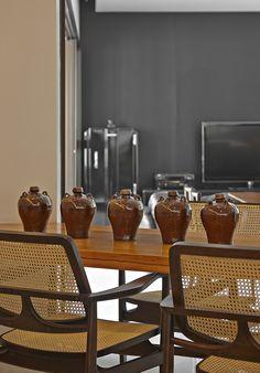 Funcionalidade e conforto. Veja: http://www.casadevalentina.com.br/projetos/detalhes/voltado-para-o-living-603 #decor #decoracao #interior #design #casa #home #house #idea #ideia #detalhes #details #style #estilo #casadevalentina