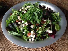 Salaatti nro 100 - Helenan punajuuri-feta-pekoni-salaatti. Feta, Sprouts, Salad Recipes, Salads, Vegetables, Vegetable Recipes, Salad, Veggies, Chopped Salads