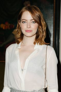 Emma Stone dazzles in a metallic bra and skirt at Vogue party The looked absolutely beautiful at the star-studded CFDA and Vogue Fashion Fund party in West Hollywood. Emma Stone Style, Emma Stone Hair, Beautiful Celebrities, Beautiful Actresses, Beverly Hils, Ema Stone, Actress Emma Stone, Actrices Hollywood, Amber Heard