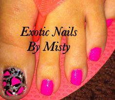 Toenail art pink nails with cheetah print big toe nail design