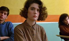 Lara Flynn Boyle as Donna Hayward in the pilot episode of Twin Peaks.  This was my look in the spring of 1990, too.