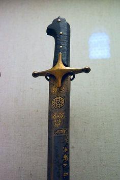 Swords And Daggers, Knives And Swords, Islamic World, Islamic Art, Indian Sword, Katana Swords, Arm Armor, Cold Steel, Military Art