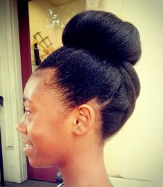 Pinterest: @ndeyepins | Top bun pour les cheveux naturels