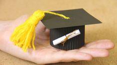 Tutoriales Bricolage, manualidades e ideas Graduation Crafts, Graduation Decorations, Graduation Party Decor, Grad Parties, Graduation Ideas, Easy Paper Crafts, Diy And Crafts, Arts And Crafts, Graduation Wallpaper
