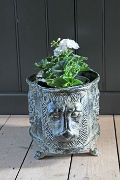 Lions Head Claw Foot Planter