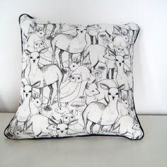 Coussin en lin imprimé avec des animaux du bois