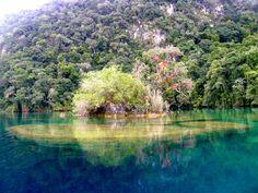 Laguna Miramar en el corazón de la selva Lacandona, Chiapas, México