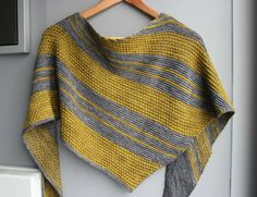 This shawl is worked side to side in garter stitch and textured stitch. The alternation of stripes and textured stitches gives it all its originality while keeping the knitting entertaining. Knitted Shawls, Crochet Scarves, Crochet Yarn, Knitting Patterns Free, Hand Knitting, Handgestrickte Pullover, Ravelry, Knit Wrap, Cowl Scarf
