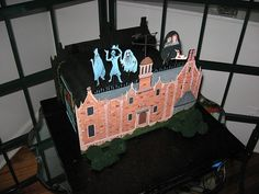 Haunted Mansion cake    http://disneycakes.tumblr.com/post/8954404848/haunted-mansion-wedding-cake-by-jeremy-schultz