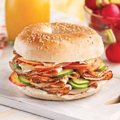 Sandwich Recipes 39295 Bagel with turkey, brie, cucumber and apple - Recipes - Cooking and nutrition - Pratico Pratique Vegetarian Sandwich Fillings, Easy Sandwich Recipes, Vegetarian Recipes, Cooking Recipes, Apple Recipes Healthy Clean Eating, Healthy Breakfast Recipes, Healthy Recipes, Brie, Bagels