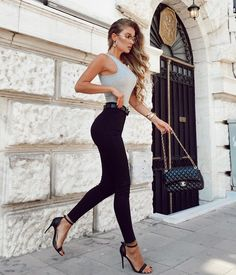 Perfect style What do you think? Comment below Credit to: . Ootd Fashion, Fashion 2020, Daily Fashion, Fashion Addict, Girl Fashion, Fashion Outfits, Womens Fashion, Fashion Design, Paris Fashion