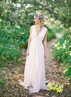 2016    Backless Beach Wedding Dresses V Neck Flowing Vintage Boho Bridal Dress…